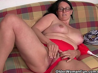 Chubby mature housewife with hairy pussy..