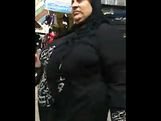 arab bbw milf big ass walking..