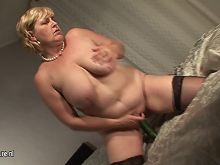 Amateur chubby mature slut mom and her..