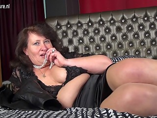 Mature BBW MOM playing with..