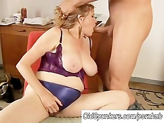 Beautiful big tits MILF gives a..