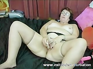 Dildo Orgasm 62 years Granny..