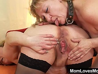 Amateur wives fucking each other with a..